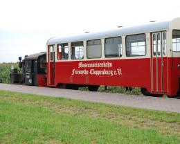 Die Musuemseisenbahn Friesoythe-Cloppenburg mit Lok und Wagon